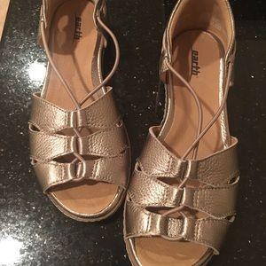 NWOB earth sandals 6.5